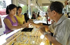 Giá vàng trong nước giảm 200.000 đồng mỗi lượng