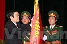 Hai đoàn đại biểu quân sự nhận danh hiệu anh hùng