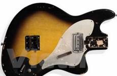 Bán đấu giá chiếc guitar bị đập nát của Nirvana