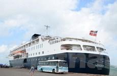 Tàu du lịch 5 sao đưa 500 du khách đến Quy Nhơn