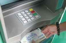 Trên 20 ngân hàng chưa thu phí rút tiền qua ATM