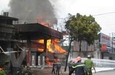 Thăm các chiến sỹ bị thương trong vụ cháy cây xăng