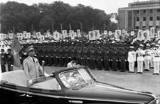 Thủ tướng Algeria ký sổ tang và viếng Tướng Giáp