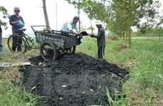 """TP.HCM """"đau đầu"""" vì xử lý bùn thải công nghiệp"""
