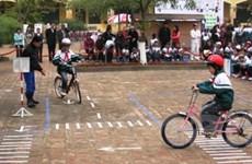 Hướng dẫn trẻ tham gia giao thông an toàn