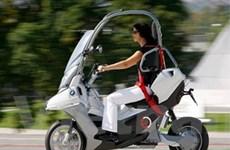 BMW tung ra mẫu xe máy chạy điện có mái che
