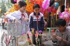 Rộn ràng chợ Tết quê cho trẻ em ở đất Hà thành
