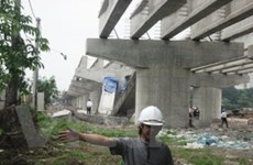Gãy một nhịp đường dẫn lên cầu Thanh Trì-Hà Nội