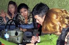 Đột kích động lắc trá hình quán karaoke trong đêm