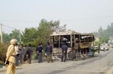 Đến lượt xe khách 45 chỗ bùng bùng cháy trong đêm