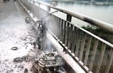 Xe máy cháy thiêu rụi luôn cả 12 lốp xe đầu kéo
