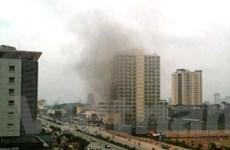 Cháy tòa nhà 18 tầng, còn nhiều người mắc kẹt