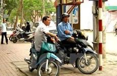 Hà Nội: Truy bắt kẻ dùng dùi cui điện cướp xe ôm