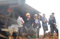 Bất chấp nguy hiểm, dân vẫn mót quặng ở La Pán Tẩn