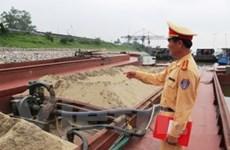 Bắt vụ khai thác cát lậu lớn nhất trên sông Hồng