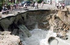 Dự án cải tạo kênh Ba Bò: Sạt lở đất vì mưa to
