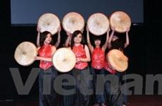 Sinh viên Việt tại Anh tổ chức văn nghệ từ thiện