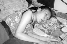 Người phụ nữ liệt giường 20 năm bất ngờ đứng dậy