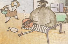 Trộm đồ rồi... ngủ ngay trước cửa nhà gia chủ