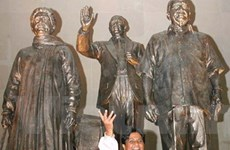 Ấn Độ: Tượng của chính trị gia bị che trước bầu cử