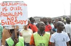 Nigeria gần như tê liệt do biểu tình đang lan rộng