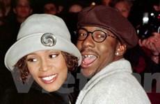 Chồng cũ của Whitney Houston nức nở trên sân khấu