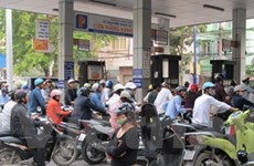 Giá xăng điều chỉnh tăng thêm 2.100 đồng mỗi lít