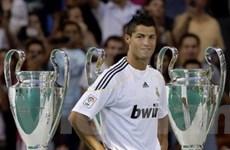 Hơn 80.000 fan đón Ronaldo: Vinh dự và sức ép