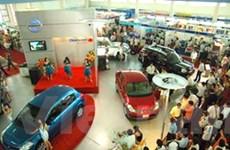 """Thị trường ôtô: Xe """"nội"""" nợ dài, xe ngoại đắt khách"""