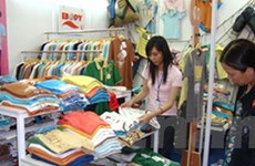 Hơn 200 gian hàng tại hội chợ thời trang Việt