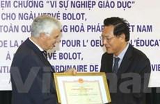Đại sứ Pháp đóng góp tích cực cho giáo dục của VN