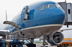 Chiếc Boeing bị ôtô đâm chỉ hỏng chi tiết động cơ