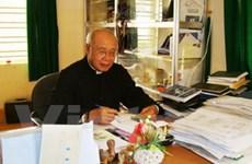 Tặng linh mục Trần Cương huân chương đoàn kết