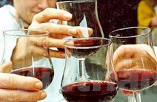 Uống rượu mừng năm mới, 17 người chết do ngộ độc