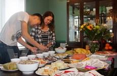 Gia đình người Việt ở Ottawa chuẩn bị Tết cổ truyền