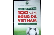Ra mắt cuốn sách lịch sử 100 năm bóng đá VN