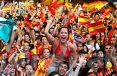 Niềm vui EURO giúp tạm xua bóng ma khủng hoảng