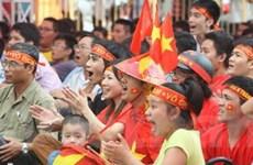 Cổ động viên Việt Nam nô nức đi Thái cổ vũ đội nhà