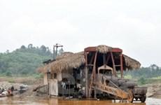 """Lào Cai xử lý """"vàng tặc"""" lộng hành trên sông Hồng"""