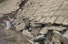 Sập công trình bờ kè, một nữ công nhân bị vùi lấp