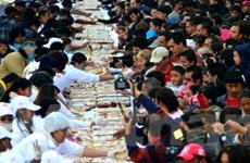 """Hàng nghìn người Mexico thưởng thức bánh """"vua"""""""