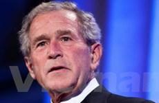 Máy bay chở cựu tổng thống Bush hạ cánh khẩn cấp
