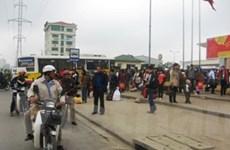 """Các bến xe """"ngạt thở"""" vì khách đổ xô về Hà Nội"""