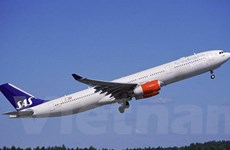 Máy bay hạ cánh khẩn cấp vì khói trong khoang lái