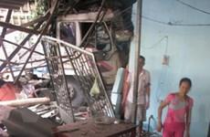 Xe tải húc sập quán phở, hơn 10 người thoát chết