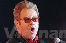 Danh ca Elton John lo lắng vì con trai không có mẹ