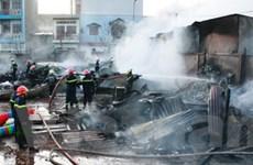 TPHCM: Cháy kho hàng, thiệt hại hàng trăm tỷ đồng