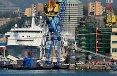 Tàu thủy đâm tháp kiểm soát hàng hải, 8 người chết