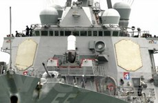 Tàu khu trục Hải quân Mỹ thăm cảng Gruzia