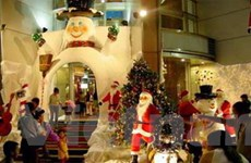 Giá tăng, thị trường mua sắm Noel vẫn nhộn nhịp